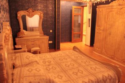 Bakı şəhərində, 8 otaqlı ev / villa kirayə verilir (Elan: 106304)
