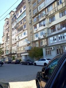 Bakı şəhəri, Binəqədi rayonunda, 4 otaqlı köhnə tikili satılır (Elan: 140382)
