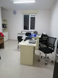 Bakı şəhəri, Binəqədi rayonu, 8-ci mikrorayon qəsəbəsində, 1 otaqlı ofis kirayə verilir (Elan: 161140)