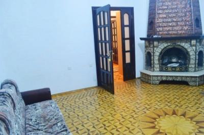 Bakı şəhəri, Səbail rayonunda, 3 otaqlı köhnə tikili kirayə verilir (Elan: 109722)