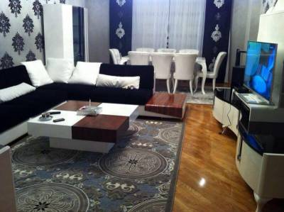 Bakı şəhəri, Yasamal rayonunda, 3 otaqlı yeni tikili kirayə verilir (Elan: 157372)