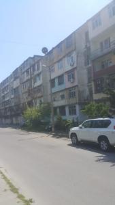 Bakı şəhəri, Nəsimi rayonu, 4-cü mikrorayon qəsəbəsində, 1 otaqlı köhnə tikili satılır (Elan: 108100)
