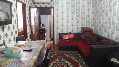Bakı şəhəri, Nəsimi rayonu, 3-cü mikrorayon qəsəbəsində, 2 otaqlı köhnə tikili satılır (Elan: 167460)
