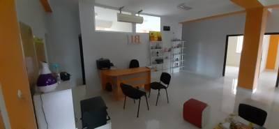 Bakı şəhəri, Binəqədi rayonu, 8-ci mikrorayon qəsəbəsində, 10 otaqlı ofis kirayə verilir (Elan: 161146)