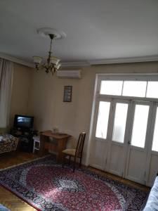 Bakı şəhəri, Yasamal rayonu, Yasamal qəsəbəsində, 2 otaqlı köhnə tikili satılır (Elan: 132824)