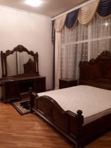 Bakı şəhəri, Binəqədi rayonu, 8-ci mikrorayon qəsəbəsində, 2 otaqlı yeni tikili kirayə verilir (Elan: 145700)