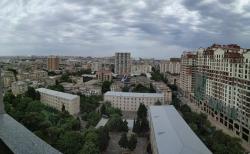 Bakı şəhəri, Nərimanov rayonunda, 5 otaqlı yeni tikili kirayə verilir (Elan: 190085)