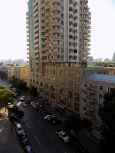 Bakı şəhəri, Səbail rayonunda, 4 otaqlı yeni tikili kirayə verilir (Elan: 107713)