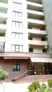 Bakı şəhəri, Binəqədi rayonu, 9-cu mikrorayon qəsəbəsində, 4 otaqlı yeni tikili satılır (Elan: 107949)
