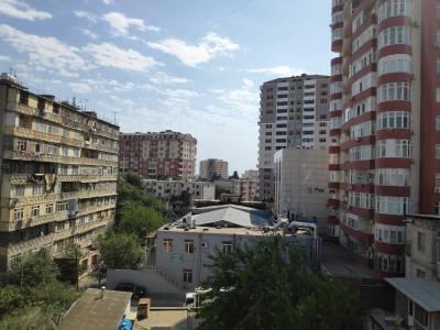 Bakı şəhəri, Binəqədi rayonu, 9-cu mikrorayon qəsəbəsində, 2 otaqlı köhnə tikili satılır (Elan: 155225)