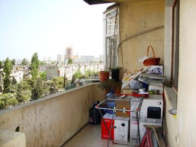 Bakı şəhəri, Nəsimi rayonunda, 3 otaqlı köhnə tikili satılır (Elan: 145288)