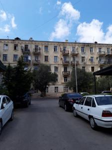Bakı şəhəri, Yasamal rayonunda, 2 otaqlı köhnə tikili kirayə verilir (Elan: 107040)