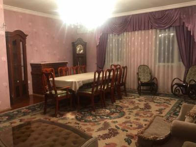 Bakı şəhəri, Nərimanov rayonunda, 2 otaqlı köhnə tikili kirayə verilir (Elan: 107045)