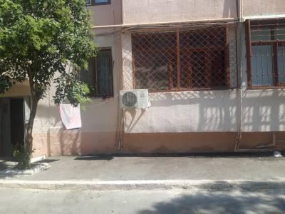 Bakı şəhəri, Nəsimi rayonu, 5-ci mikrorayon qəsəbəsində, 2 otaqlı köhnə tikili satılır (Elan: 167544)
