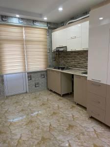 Bakı şəhəri, Yasamal rayonunda, 2 otaqlı yeni tikili kirayə verilir (Elan: 160480)