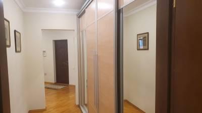Bakı şəhəri, Nərimanov rayonunda, 3 otaqlı köhnə tikili kirayə verilir (Elan: 172042)