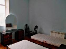 Bakı şəhəri, Nəsimi rayonunda, 2 otaqlı köhnə tikili kirayə verilir (Elan: 202146)