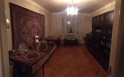 Bakı şəhəri, Binəqədi rayonu, 8-ci mikrorayon qəsəbəsində, 3 otaqlı köhnə tikili satılır (Elan: 144871)