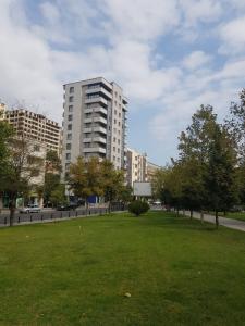 Bakı şəhəri, Nəsimi rayonunda, 3 otaqlı yeni tikili kirayə verilir (Elan: 109165)