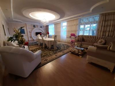 Quba şəhərində, 5 otaqlı ev / villa kirayə verilir (Elan: 142696)