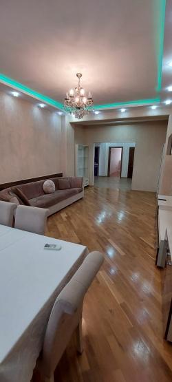 Bakı şəhəri, Nərimanov rayonunda, 3 otaqlı yeni tikili kirayə verilir (Elan: 202057)