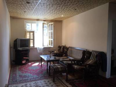 Bakı şəhəri, Yasamal rayonunda, 4 otaqlı köhnə tikili satılır (Elan: 147858)