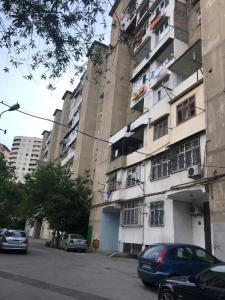 Bakı şəhəri, Binəqədi rayonu, 8-ci mikrorayon qəsəbəsində, 4 otaqlı köhnə tikili satılır (Elan: 109554)