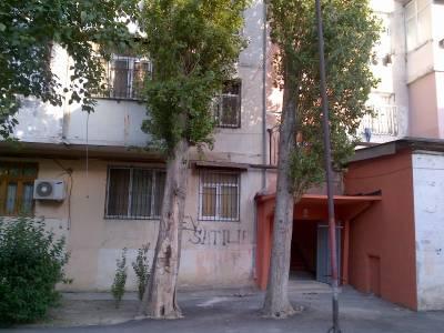 Bakı şəhəri, Binəqədi rayonu, 6-cı mikrorayon qəsəbəsində, 2 otaqlı köhnə tikili kirayə verilir (Elan: 138702)