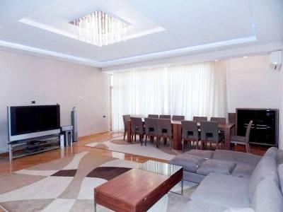 Bakı şəhəri, Nəsimi rayonunda, 4 otaqlı yeni tikili kirayə verilir (Elan: 113389)