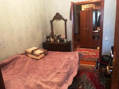 Bakı şəhəri, Suraxanı rayonu, Yeni Günəşli qəsəbəsində, 4 otaqlı köhnə tikili satılır (Elan: 109827)