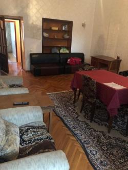 Bakı şəhəri, Nərimanov rayonunda, 3 otaqlı köhnə tikili kirayə verilir (Elan: 180614)