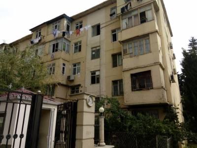 Bakı şəhəri, Nəsimi rayonu, 3-cü mikrorayon qəsəbəsində, 3 otaqlı köhnə tikili satılır (Elan: 157112)