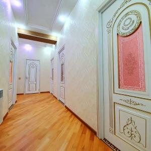 Bakı şəhəri, Nizami rayonu, 8-ci kilometr qəsəbəsində, 3 otaqlı yeni tikili satılır (Elan: 108476)