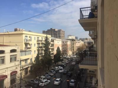 Bakı şəhəri, Nəsimi rayonunda, 2 otaqlı köhnə tikili satılır (Elan: 113489)