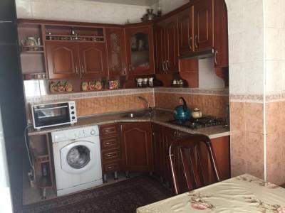Bakı şəhəri, Binəqədi rayonu, 8-ci mikrorayon qəsəbəsində, 4 otaqlı köhnə tikili satılır (Elan: 167554)