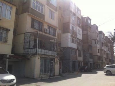 Bakı şəhəri, Binəqədi rayonu, 8-ci mikrorayon qəsəbəsində, 1 otaqlı köhnə tikili satılır (Elan: 106747)
