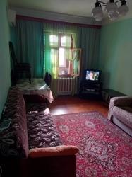 Bakı şəhəri, Nizami rayonu, 8-ci kilometr qəsəbəsində, 4 otaqlı köhnə tikili satılır (Elan: 188381)