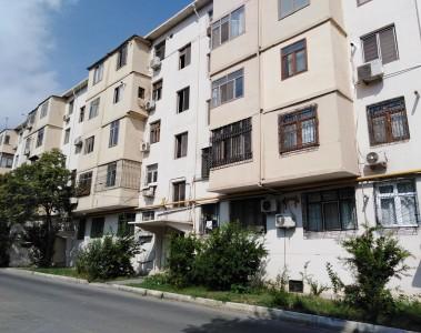 Bakı şəhəri, Nəsimi rayonu, 4-cü mikrorayon qəsəbəsində, 2 otaqlı köhnə tikili satılır (Elan: 109004)