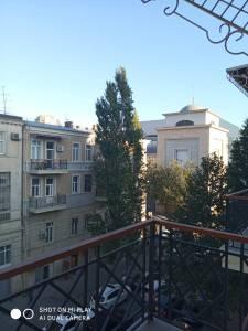 Bakı şəhəri, Nəsimi rayonunda, 2 otaqlı köhnə tikili kirayə verilir (Elan: 172436)