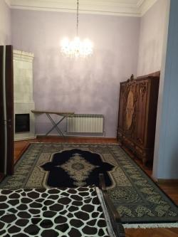 Bakı şəhəri, Səbail rayonunda, 3 otaqlı köhnə tikili kirayə verilir (Elan: 180632)