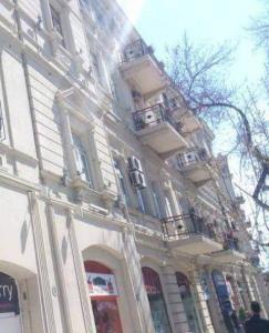 Bakı şəhəri, Səbail rayonunda, 2 otaqlı köhnə tikili kirayə verilir (Elan: 107261)