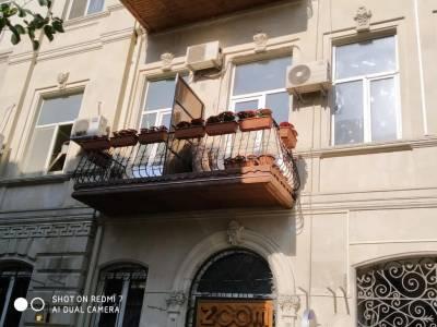 Bakı şəhəri, Səbail rayonunda, 6 otaqlı köhnə tikili satılır (Elan: 158250)