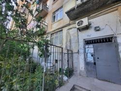 Bakı şəhəri, Nəsimi rayonunda, 4 otaqlı köhnə tikili satılır (Elan: 184242)
