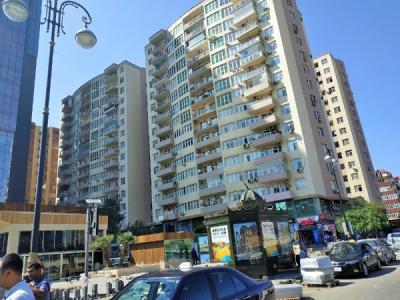 Bakı şəhəri, Xətai rayonunda, 2 otaqlı yeni tikili kirayə verilir (Elan: 107000)