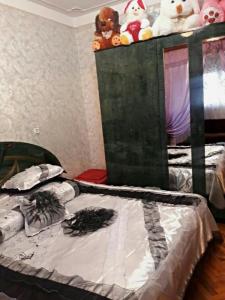 Bakı şəhəri, Binəqədi rayonu, 8-ci mikrorayon qəsəbəsində, 4 otaqlı köhnə tikili satılır (Elan: 108731)