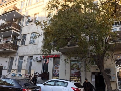 Bakı şəhəri, Səbail rayonunda, 3 otaqlı köhnə tikili satılır (Elan: 109981)