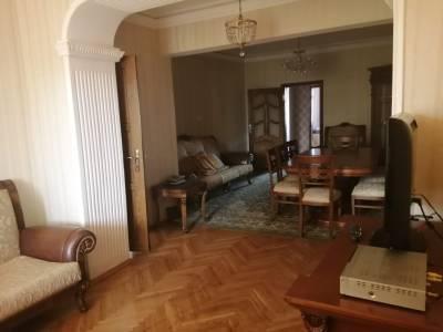 Bakı şəhəri, Nərimanov rayonunda, 3 otaqlı köhnə tikili kirayə verilir (Elan: 144909)