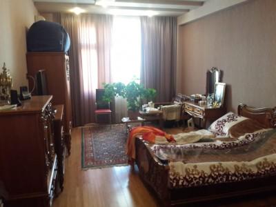 Bakı şəhəri, Nəsimi rayonu, 3-cü mikrorayon qəsəbəsində, 3 otaqlı yeni tikili satılır (Elan: 109167)