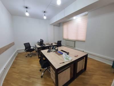 Bakı şəhəri, Yasamal rayonunda, 4 otaqlı ofis kirayə verilir (Elan: 113923)