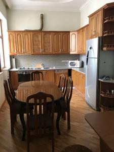Bakı şəhəri, Nərimanov rayonunda, 8 otaqlı ev / villa kirayə verilir (Elan: 107274)